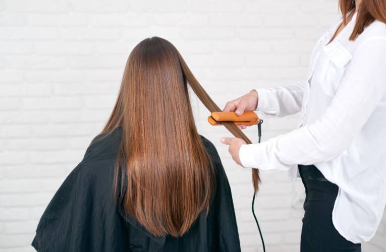 Jaką prostownicę do włosów wybrać?